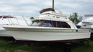 1988 Carver 25' Santa Cruz  for sale in the Leamington area west of Toronto by Ontario marine, boat and yacht brokers offering power boats and sailboats for sale in the Kingston, Whitby, Brighton, Cobourg, Trenton And Belleville Areas Of Ontario Canada.