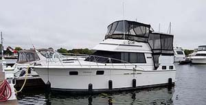 1985 Carver 3207 Aft Cabin for sale in the Trenton area east of Toronto by Ontario marine, boat and yacht brokers offering power boats and sailboats for sale in the Kingston, Whitby, Brighton, Cobourg, Trenton And Belleville Areas Of Ontario Canada.