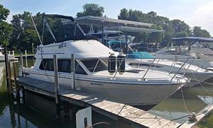 1995 Bayliner 2858 Command Bridge for sale in the Windsor area west of Toronto by Ontario marine, boat and yacht brokers offering power boats and sailboats for sale in the Kingston, Whitby, Brighton, Cobourg, Trenton And Belleville Areas Of Ontario Canada.