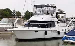 2001 CARVER 326 AFT CABIN FOR SALE IN THE GANANOQUE AREA EAST OF TORONTO AND KINGSTON, ONTARIO, CANADA.